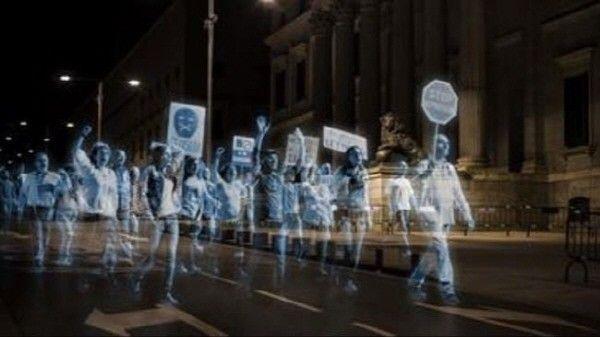 스페인 新법안 반대하는 '홀로그램 시위' -테크홀릭 http://techholic.co.kr/archives/32188