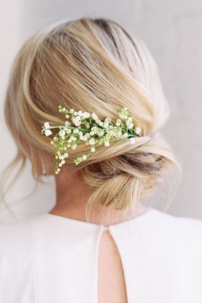 33 Wedding Hairstyles With Flowers For Your Fairytale Day Casual Wedding Hair Simple Wedding Hairstyles Best Wedding Hairstyles