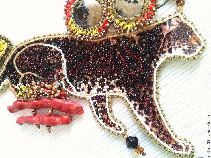 Купить или заказать Safari в интернет-магазине на Ярмарке Мастеров. Сафари в Африке — это уникальное путешествие, связанное с наблюдением за жизнью диких животных в их естественной среде обитания. Продолжаю тему с животными. В работе показала именно африканского редкого гепарда. Королевский гепард (Acinonyx jubatus). В 1981 г. в гепардовом центре DeWildt (Южная Африка) была отмечена новая мутация гепарда, названная королевской. В дословном переводе слово…
