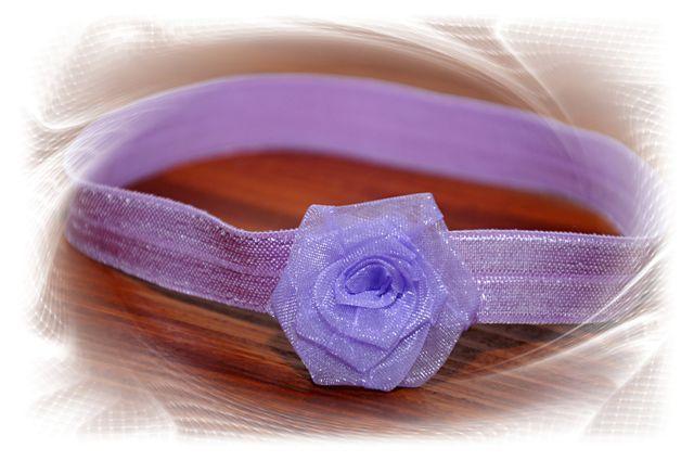 čelenka+-+fialová+růžička+-+průměr+květu+3cm+-+čelenka+je+z+pružného+materiálu,+krásně+přilne+k+hlavičce+a+netlačí+-+šiji+podle+obvodu+hlavičky,+ale+pokud+nevíte+a+chcete+čelenkou++překvapit+jako+skvělým+dárkem,+stačí+zadat+pouze+věk+dítěte