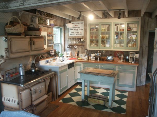 Old farm kitchens bringing back to life the old dairy for Old house kitchen ideas