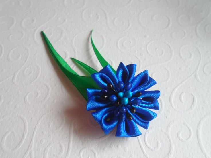 Здраствуйте дорогие друзья и мы с вами продолжаем творить новые цветы для Украинского венка и в этот раз это новый мастер класс канзаши : Василек Канзаши Оче...