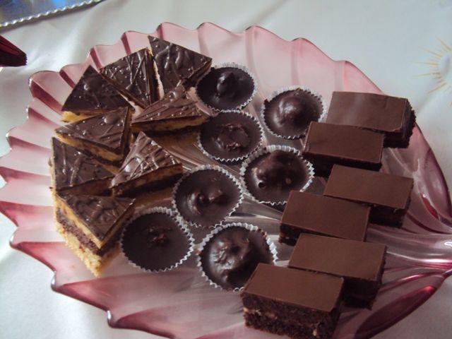 Balkánske rezy-recept: http://www.mimibazar.sk/recept.php?id=20979, Opitý Izidor a košíčky s gastanovym krémom a 80 perc. cokoládou