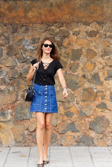 Sara Sánchez : Falda Denim y camisa anudada