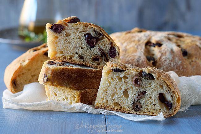 In viaggio in cucina: Pane di grano duro con olive e timo