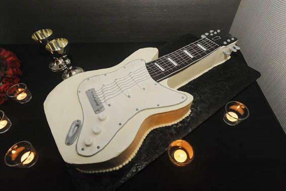 guitar shaped wedding cake wedding bells pinterest. Black Bedroom Furniture Sets. Home Design Ideas