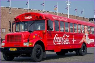 Coca-Cola 125 jaar, reclame: 2 Amerikaanse schoolbussen rijden tijdelijk door Nederland en België