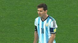 Confira a cobrança de falta de Messi por vários ângulos.09/07/2014.