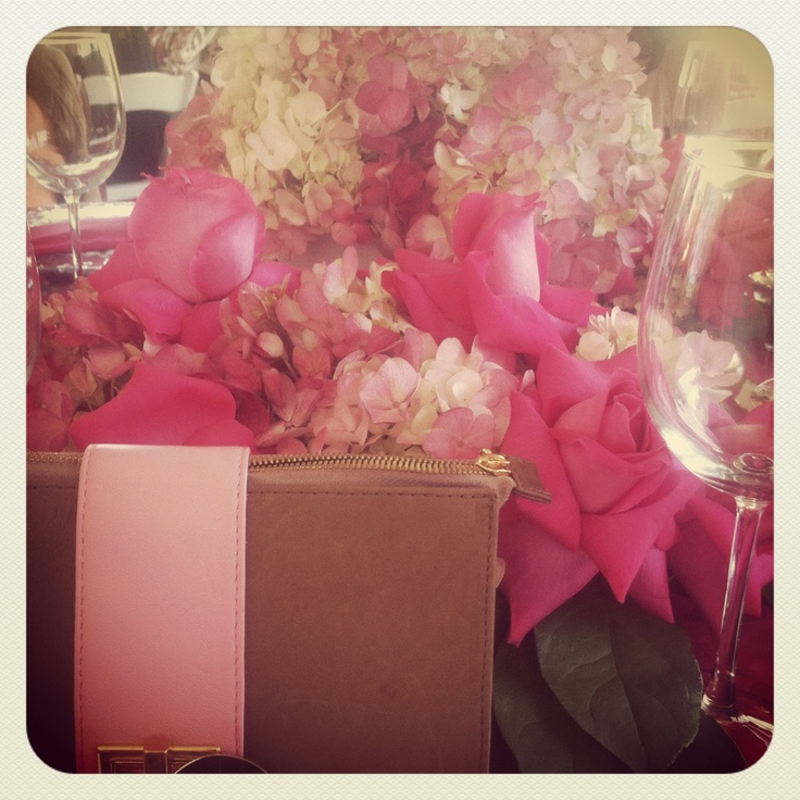 #tables #party #pink #flowers #planning #clutch #volaga www.volaga.com/shopping: Pink Flowers, Flowers Plans
