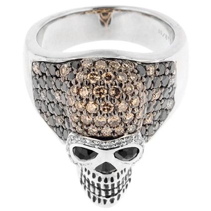 Are you in the mood, for a great statement of strong personality? A ring about which people will talk for generations to come? An Impressive Black and Brown Diamond Gold Palladium Skull Ring. Photo 1stdibs