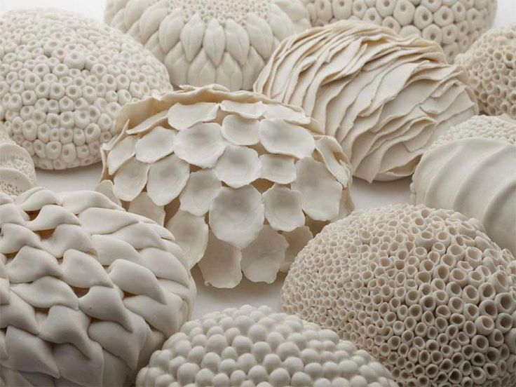 Laura McNamarais a ceramic artist based atCo.Waterford, Ireland. She creates beautiful sculptural ceramics with porselain clay and draws ispiration from the world of science and mother nature
