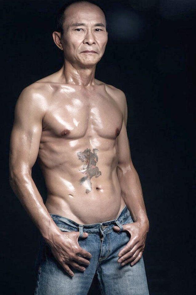 Este hombre tiene el cuerpo de un modelo de 20 años.
