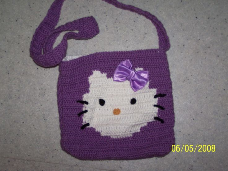 Le sac à main Hello Kitty pour ma princesse. Je n'ai pas vraiment fait le même modèle mais franchement à fille à adorer. Voyez vous même, admirez la doublure