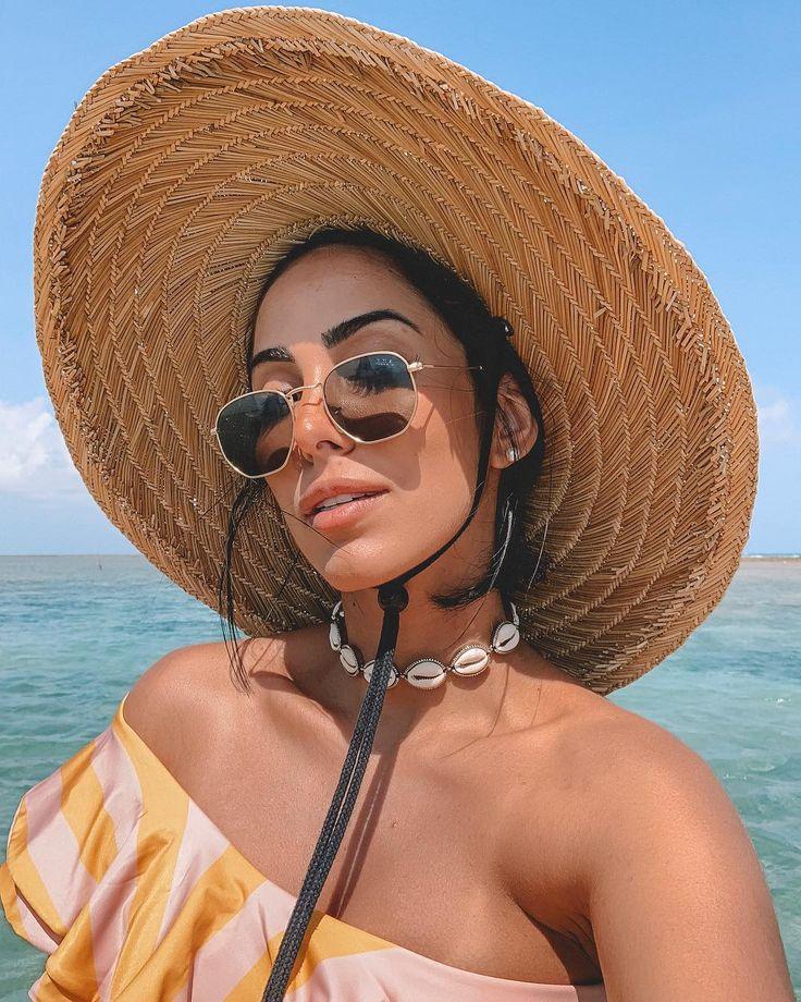 Chapéu neon, kimono, búzios: 5 acessórios das celebs para um beachwear fashion | Beach pictures, Instagram, Fashion