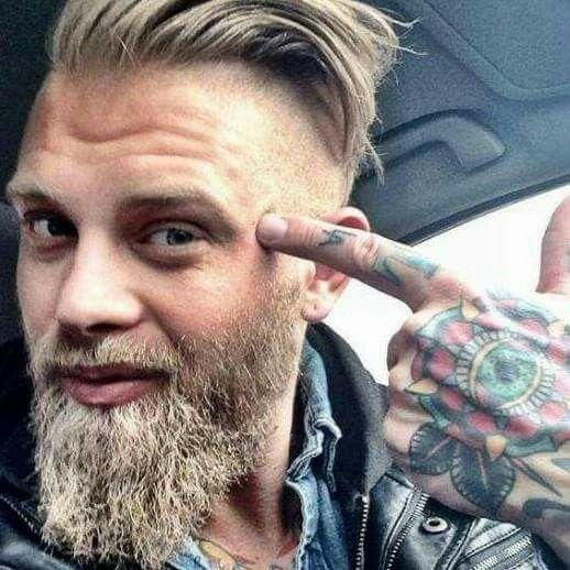 17 meilleures images propos de sytle hipster sur pinterest coiffeurs pour homme barbes et. Black Bedroom Furniture Sets. Home Design Ideas