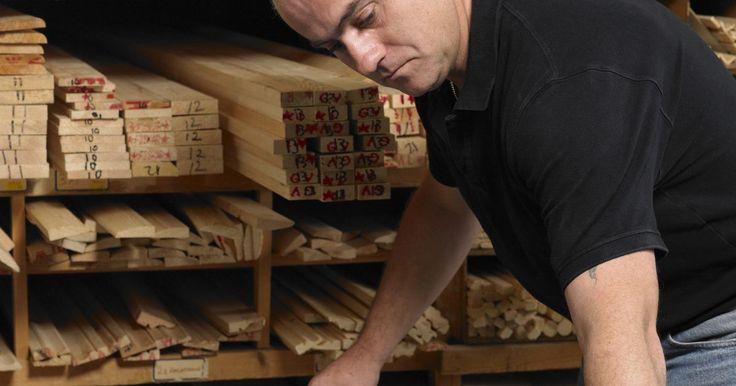 Ferramentas caseiras para cortar telhas de cerâmica. As ferramentas de corte de telha são caras e difíceis de substituir quando quebradas. Uma alternativa para isso é fazer suas próprias ferramentas em casa. As mais eficazes podem ser feitas de madeira compensada, tiras de metal e lixa, e, se usadas com cuidado, proporcionam o acabamento e a durabilidade de produtos comprados em lojas.