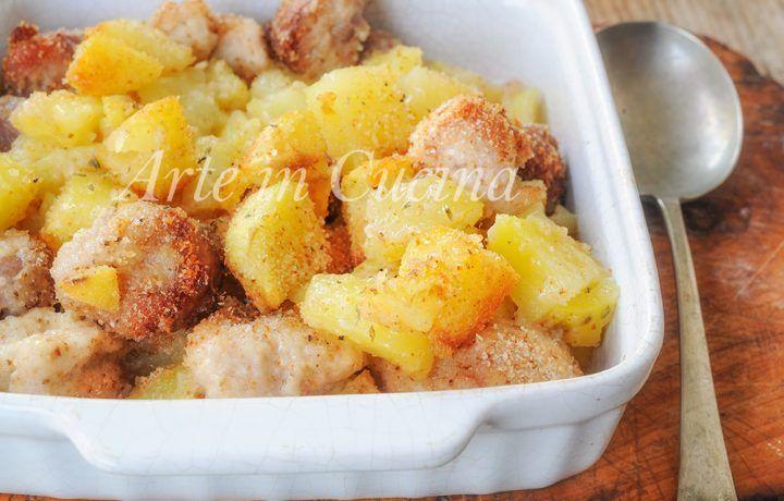 Bocconcini di pollo e patate con salsiccia al forno gratinati