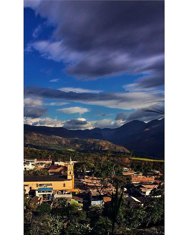 Tantus recuerdos que viene a mi mente con esta imagen.  #tbt #clouds #country #colombia #nariño #ejvallejphoto #landscape #idlatino #idcolombia #travelgrafia #igerscolombia