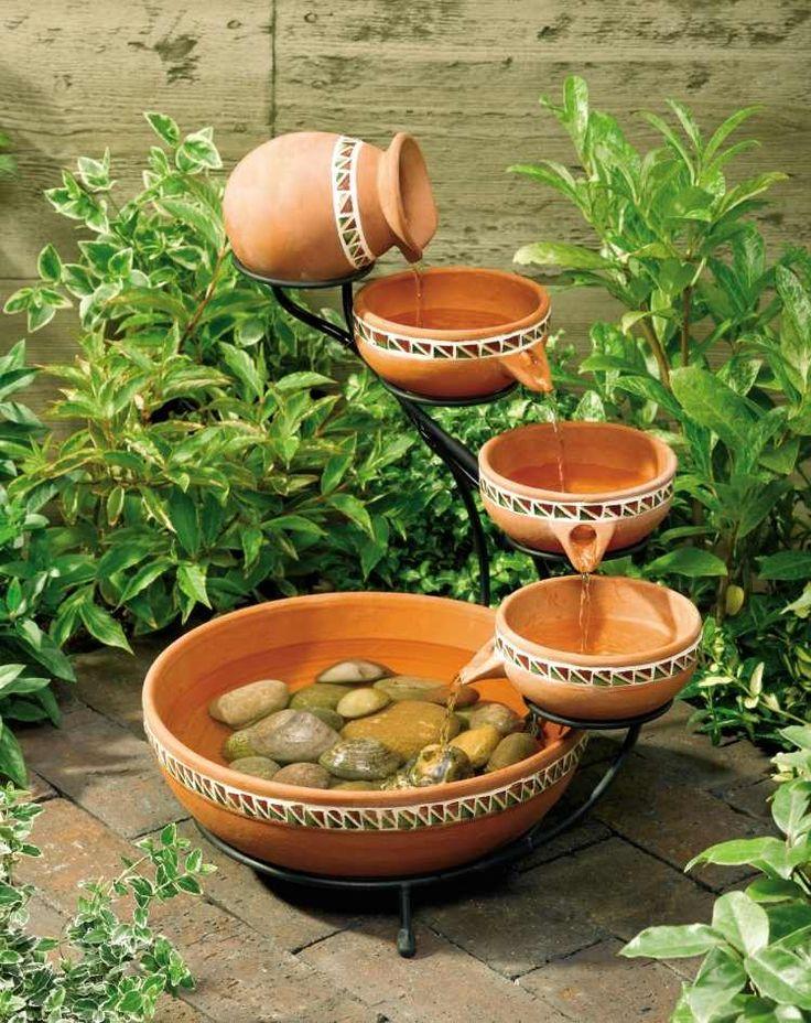 fontaine de jardin en récipients en céramique de style ethnique