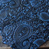 Schwarzblaues geprägtes Leder
