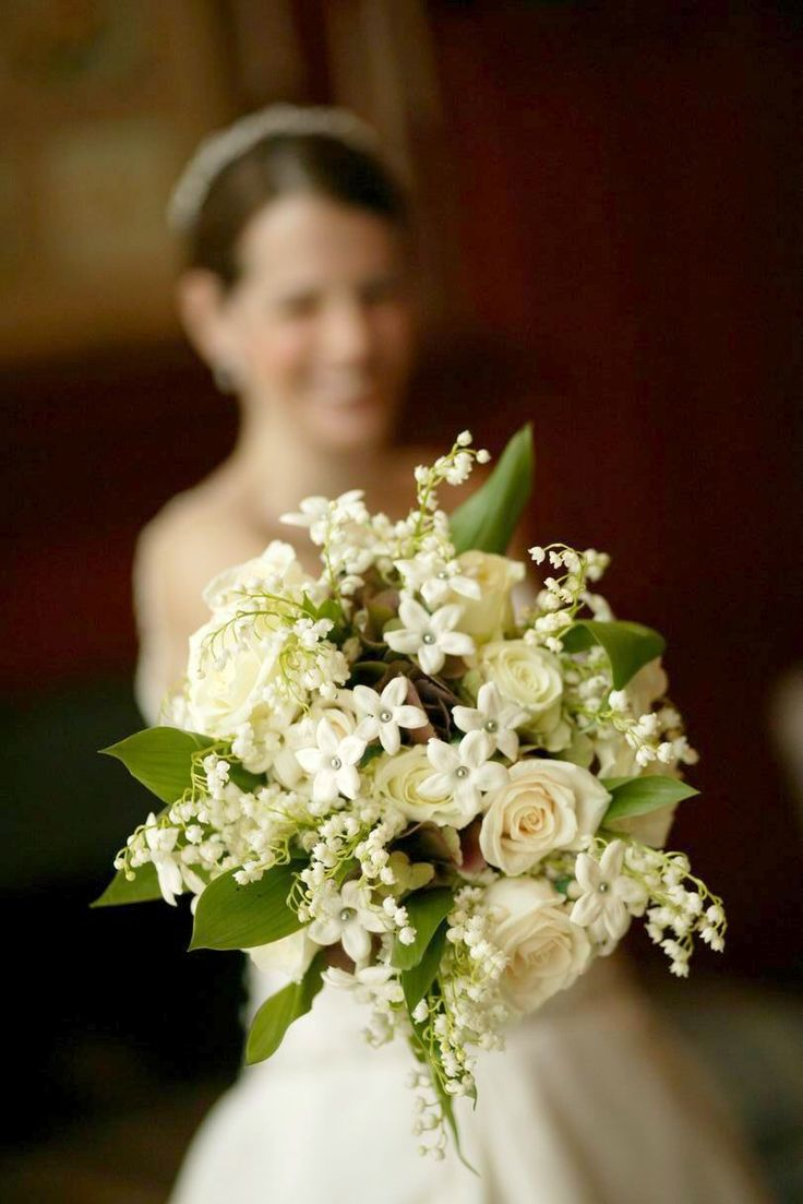 stephanotis muguet white roses for wedding bouquet the muguet and white roses must be imported. Black Bedroom Furniture Sets. Home Design Ideas