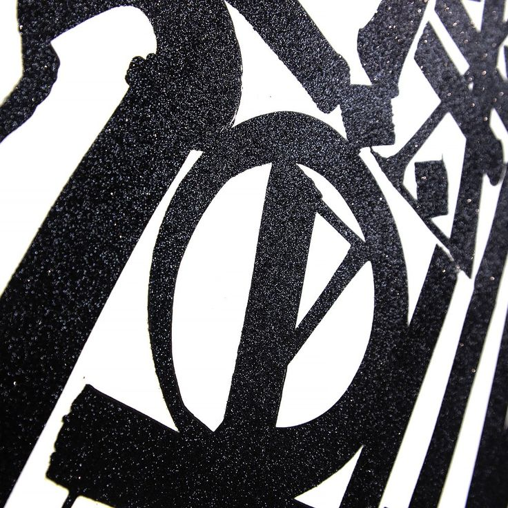 Details of the Retna's lithograph. Discover more here.