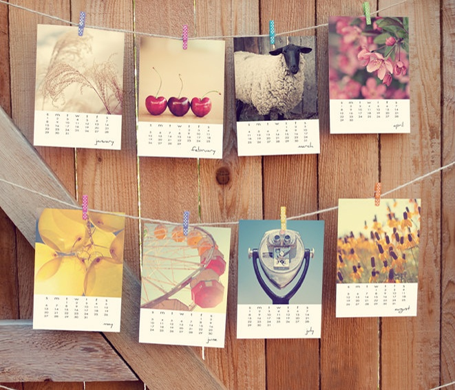 Desktop Photo Calendar- need to make something like this with my photos!
