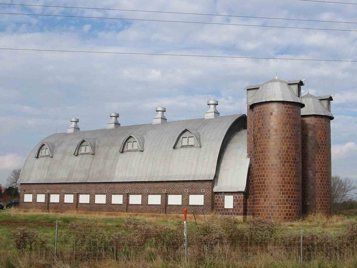 Northern Virginia - Thomasson's two-story barn utilized the first floor for milking cows and the second floor for hay storage. Two silos stored feed grain.