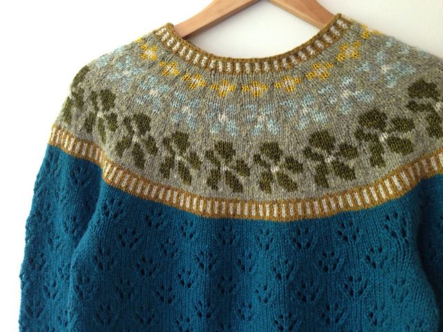 Ravelry: Gemmav's Sólja from 'Sólja' designed by Anna Maltz. Knit in a worsted 10ply with 5 sizes available, the original is featured in Issue 8 of the PomPom Quarterley knitting magazine. I really prefer these stronger colours used by Gemma ~ truly lovely.