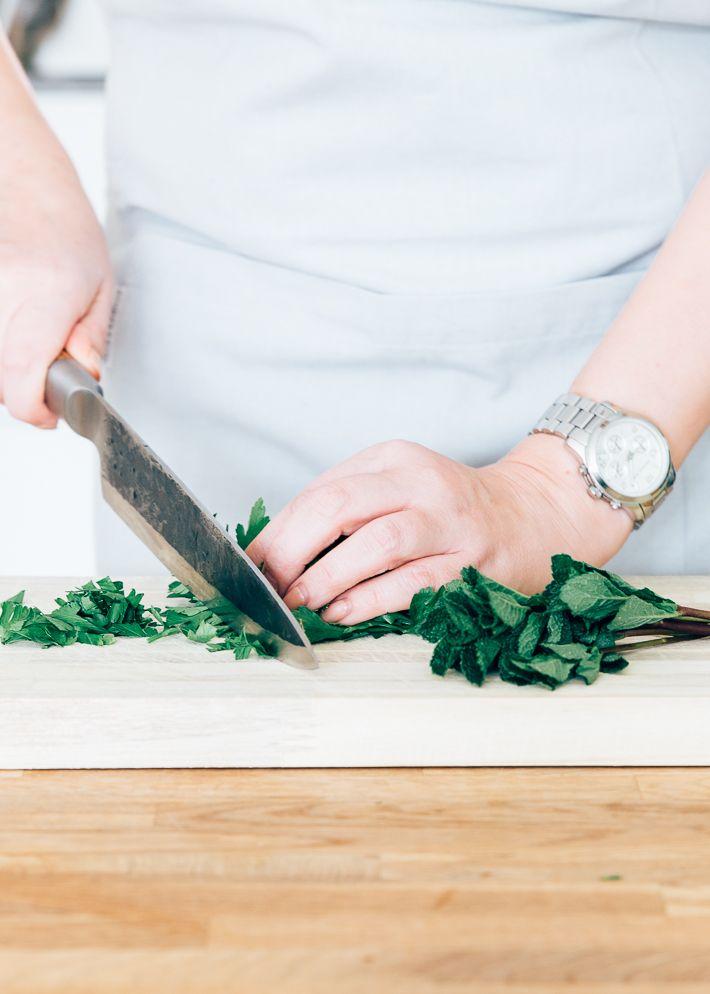 In dit artikel vind je 5 recepten voor lekkere saladedressing. Handig voor als je weer een keer een salade gaat maken. Sla het artikel op in je favorieten.