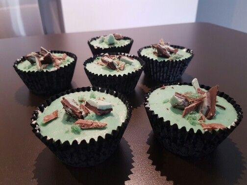 M'Sweets - Mini Cupcake Cheesecakes - Chocolate Biscuit base, Layer of Vanilla Cheesecake, Topped with White Chocolate Mint Mousse. Choc-Mint chocolate & Shards for decorations