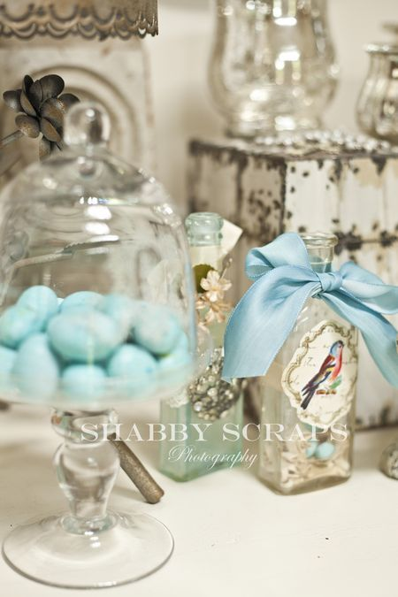 Bathroom counter staging. I like the bird theme... of course. Oooo! Robin's egg soaps??