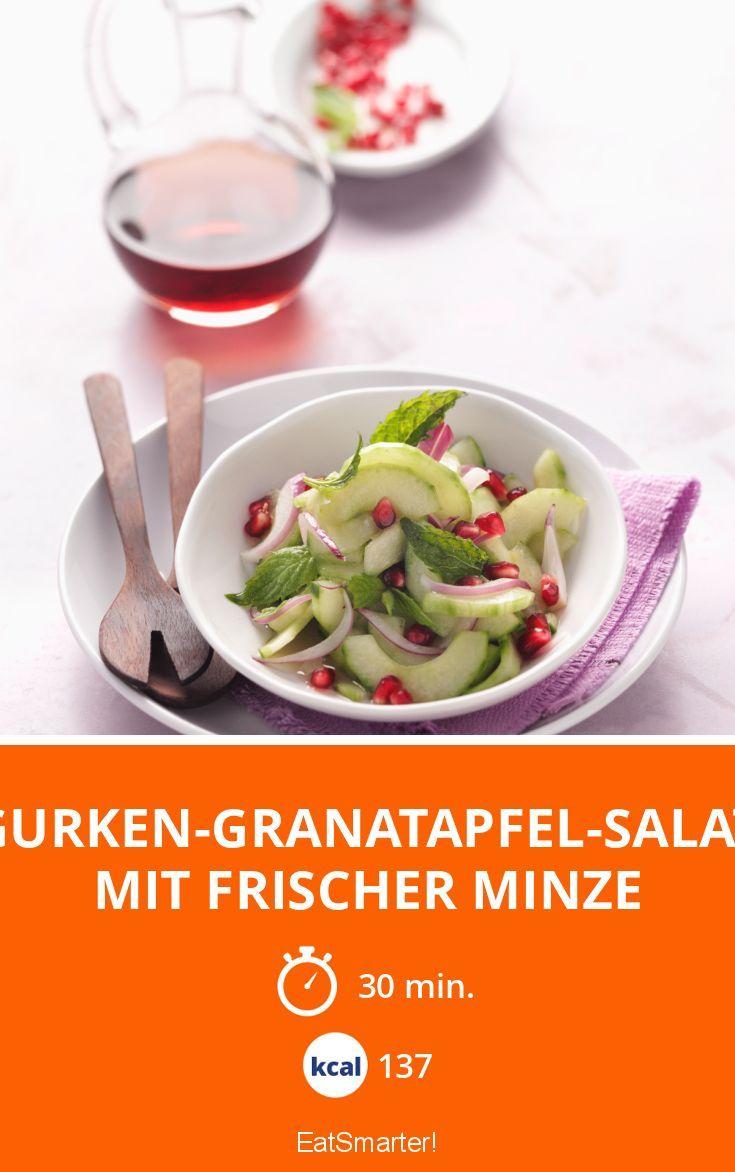 Leichter MMittagssnack: Gurken-Granatapfel-Salat mit frischer Minze   Kalorien: 137 Kcal - Zeit: 30 Min.   eatsmarter.de