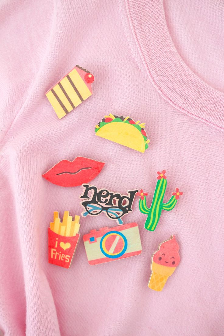 DIY Flair badges by Amber from Damask love - 10 DIY - Cricut Friendly Projects…