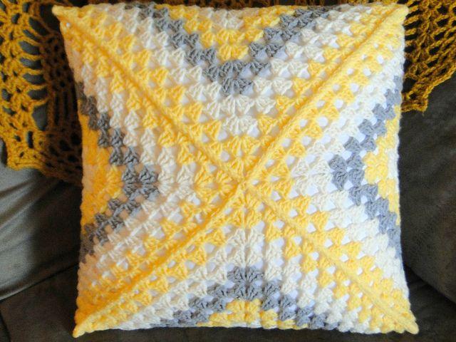 plus 3 crochet: granny square pillow