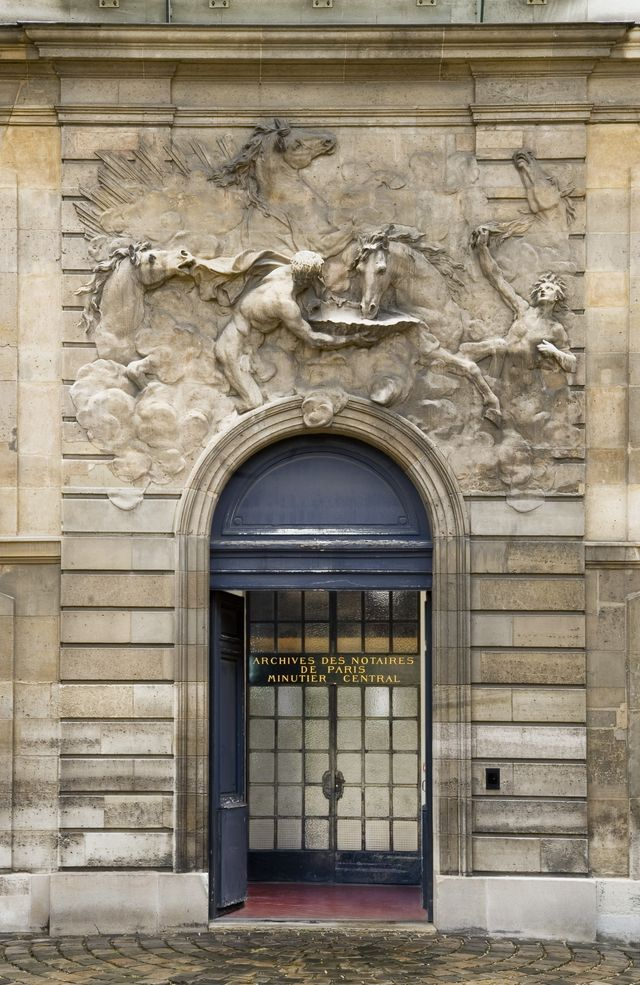 Archives nationales (Paris) - cour de chevaux du Soleil (rue Vieille du Temple) - entrance to the Notarial Archives