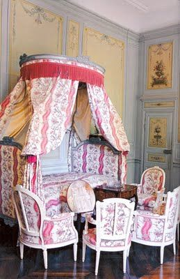 Love the bed, hate the fabric.: George Sands, Bedrooms Beautiful, French Beds, French Boudoir, Beds Corona, French Decor, French Houses, Bedrooms Furniture, French Style