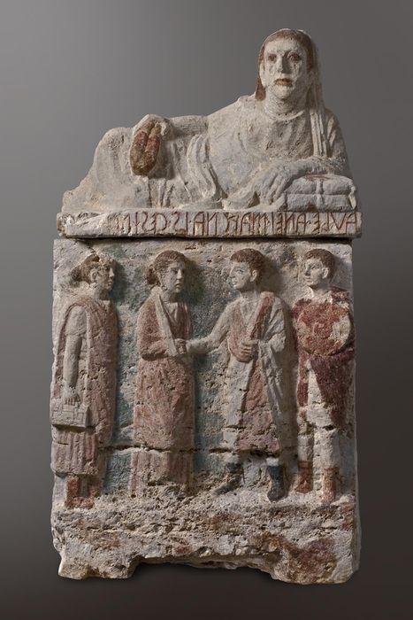 Perugia. Necropoli di Strozzacapponi. Urna funeraria etrusca con scena di commiato (II - I sec. a.C.), travertino con estese tracce di policromia, cm. 99 x 54 x 45. Antiquarium di Corciano (PG).