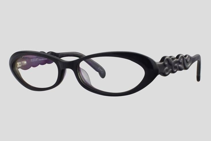 #Brillen van Reor. Dit is de Armelle (SKU F10.450FBL). Mooi kattenoog model #montuur van zwart met paars acetaat.