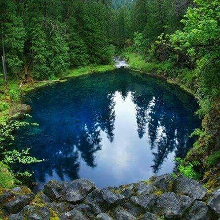 Blue pool, Mackenzie river,  Oregon