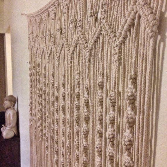 Handgemaakte macrame muur hangen, dit item meet één meter over en 1,2 m boven-beneden. Een prachtig item voor uw muren voor sommige Boheemse luxe. Populair voor boho wedding fotografie achtergronden.  Dit kunstwerk is gemaakt om zo laat 5-7 dagen voor verzending. Verzendkosten omvat bijhouden en arriveert binnen 5-10 werkdagen.  Aangepaste bestellingen zijn altijd welkom en dank u voor kijken x