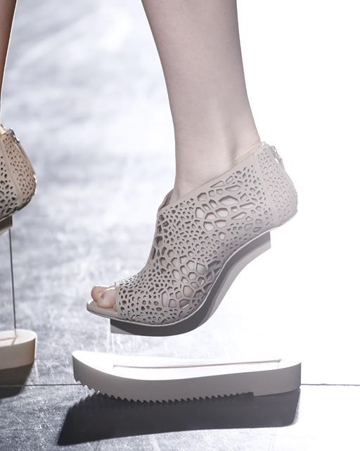 Invisible heel shoes with perspex wedge & laser cut detail; innovative fashion details // Iris Van Herpen Fall 2016