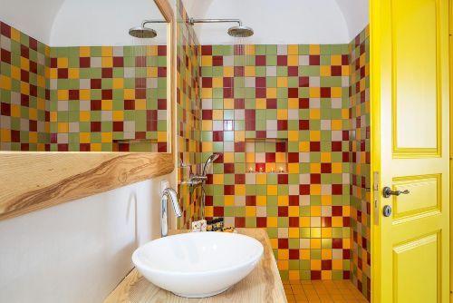 Buntes Badezimmer in Griechenland ...