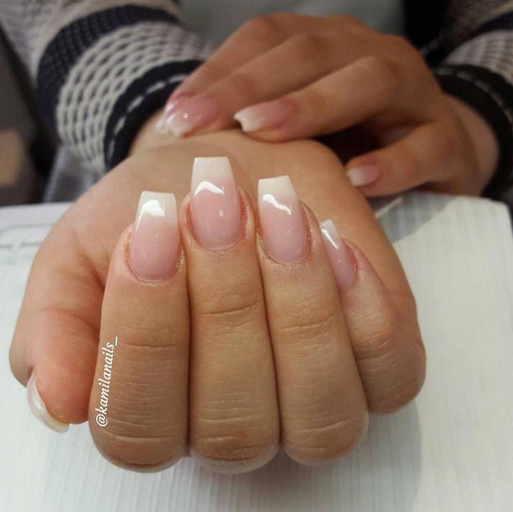 Fade franskt. För prisuppgifter samt bokning vänligen gå in på WWW.TARAKSALONG.COM eller kontakta mig på 0704819998 @tara.k.skonhetssalong #req#lackgel#shellac#naglar#nails#vackranaglar#nailart#naildesign#hudabeauty#nailswag#gelnails#gelenaglar#nailtrend#nailfashion#nicenails#instanails#stockholm#instadaily#glitter#glitternaglar#gele#gel#jakobsberg#skönhet#järfälla#vegas_nay#picoftheday#reqsverige