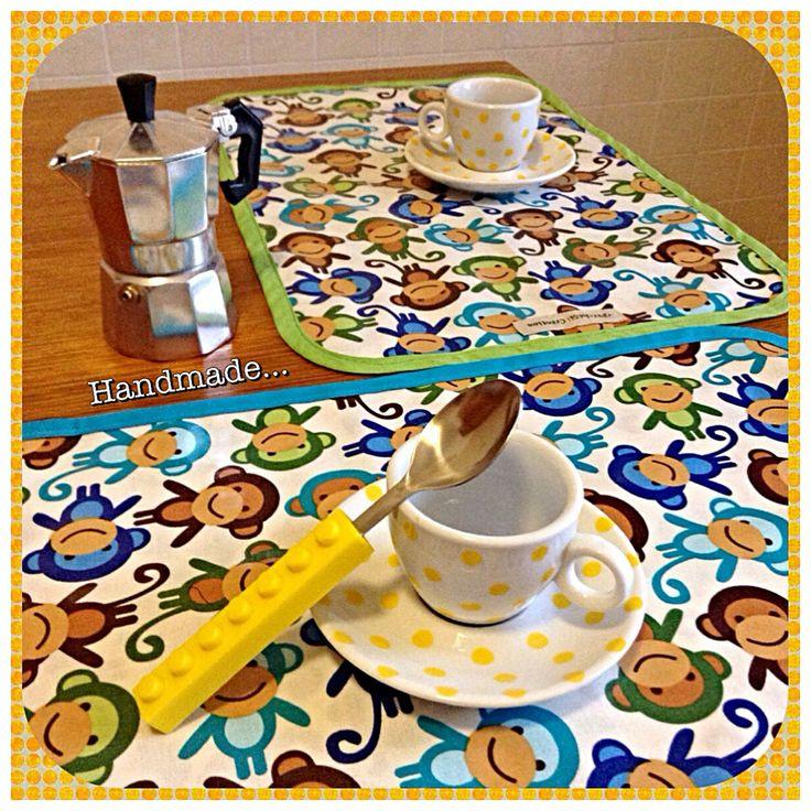 Colazione con le scimmiette! #tovagliette #scimmie #colorate #colazione #caffè #tazzine #italy