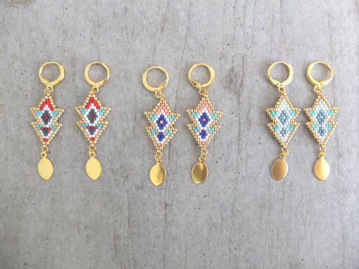 Boucles d'oreille double flèche Massaï tissées en perle de verre Miuki