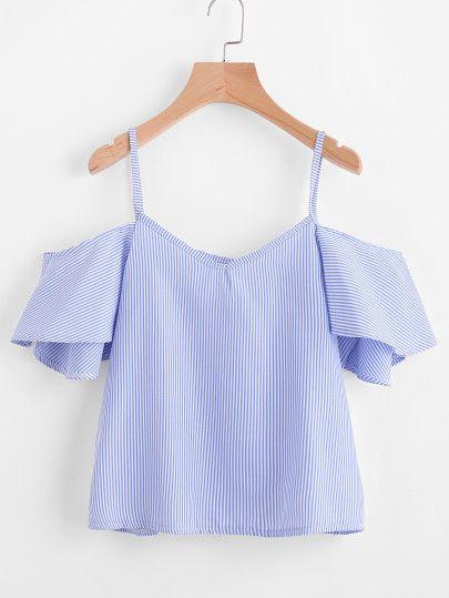 Модный топ в полоску с открытыми плечами