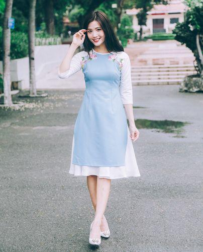 Áo dài xanh thêu hoa