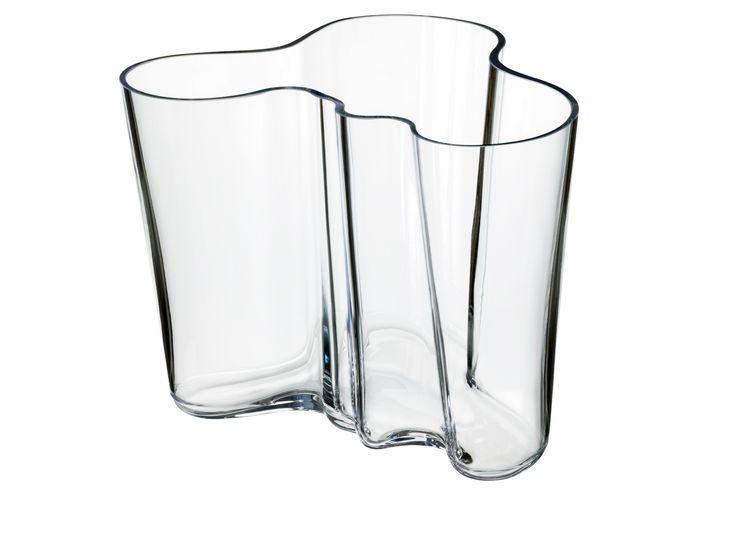 Im Jahr 1936 entwarf Alvar Aalto die Klassiker-Kollektion der Glasvasen. Die Alvar Aalto Kollektion ist ein Meilenstein im modernen skandinavischen Design und zählt zu den Ikonen von Iittala. Jede Vase aus der Alvar Aalto Kollektion wird in der Iittala Glasfabrik mundgeblasen.  Produzent: Iittala, Finnland