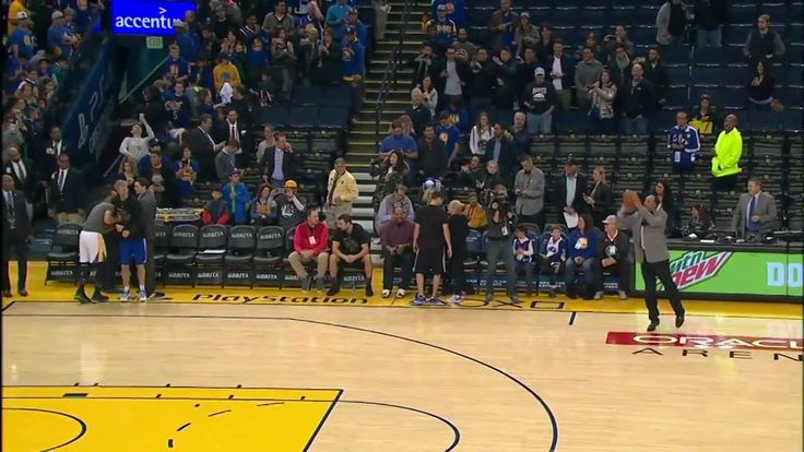 Stephen Curry threw a ball at his dad Dell Curry... who smashed a 35 footer!
